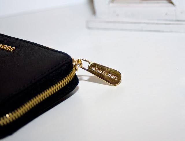 z czego zrobiony jest portfel Michael Kors