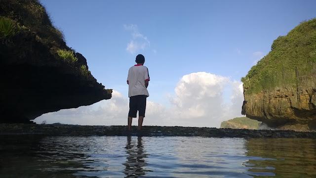 Petualangan Mbloogers | Menghabiskan Waktu di Pantai Greweng ( Seri Travelblog Part 3 )