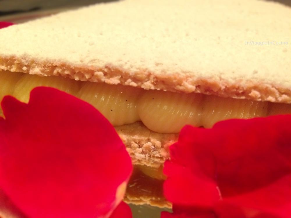 Cialde salate alle mandorle con crema pasticcera alla vaniglia