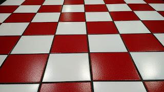 Membersihkan Lantai Keramik yang Kusam