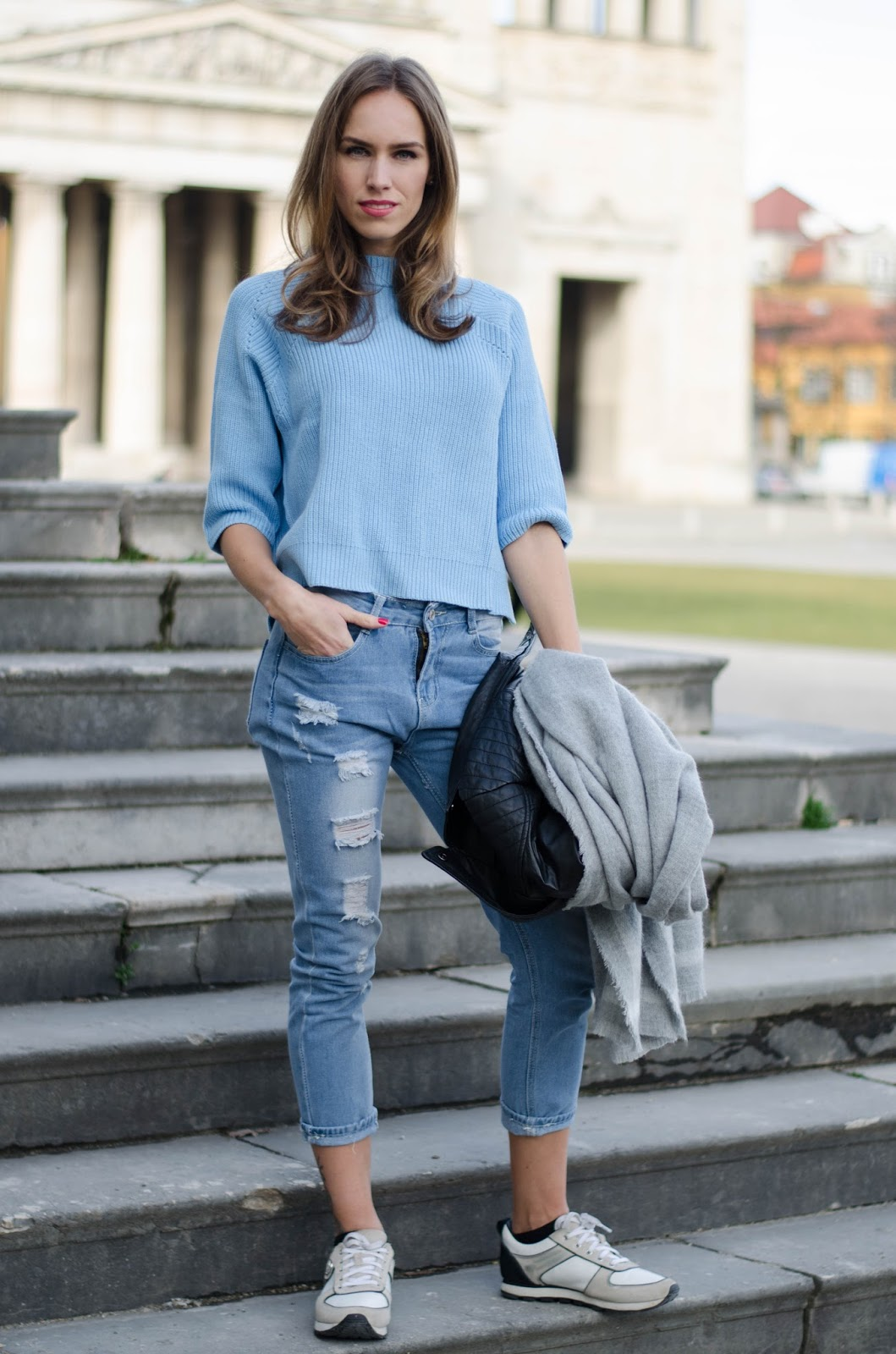 kristjaana mere knitted top ripped jeans sneakers casual spring look