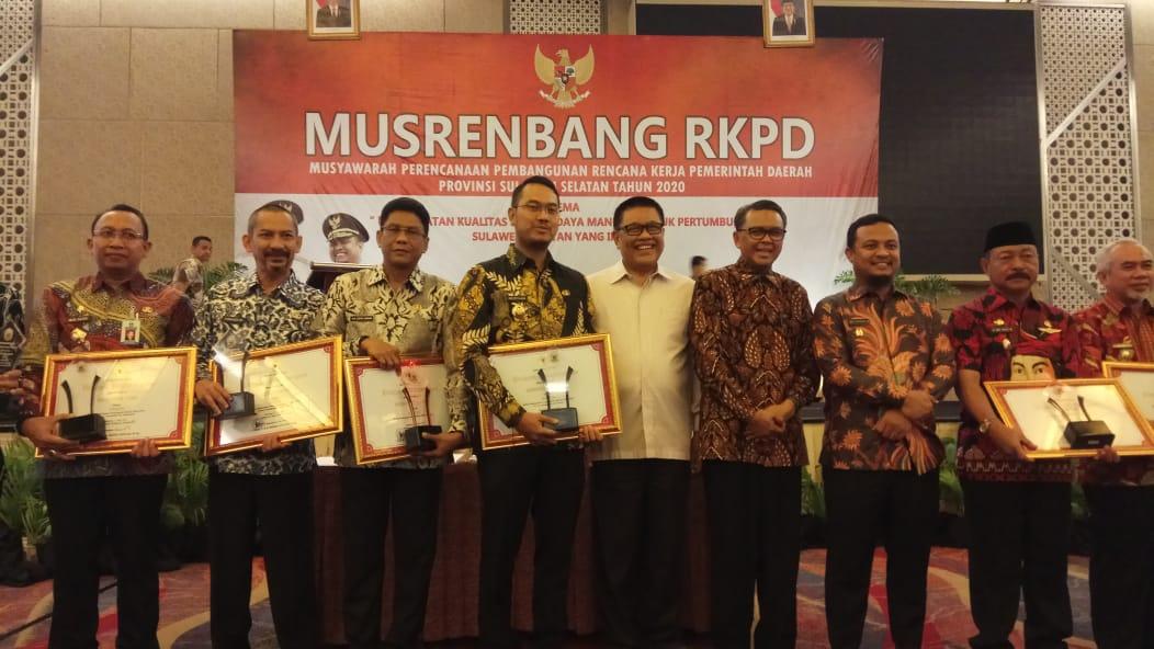 Pemkab Sinjai Terima Penghargaan Pembangunan Daerah Tahun 2019 Kriteria Inovasi dan Keterkaitan