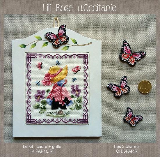 """Cadre """"papillon rose"""" en bois peint + grille """"Miss Sunnyday. Broderie et point de croix"""