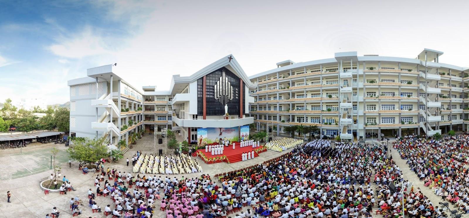 GP Nha Trang :Thánh lễ Truyền chức Linh mục.