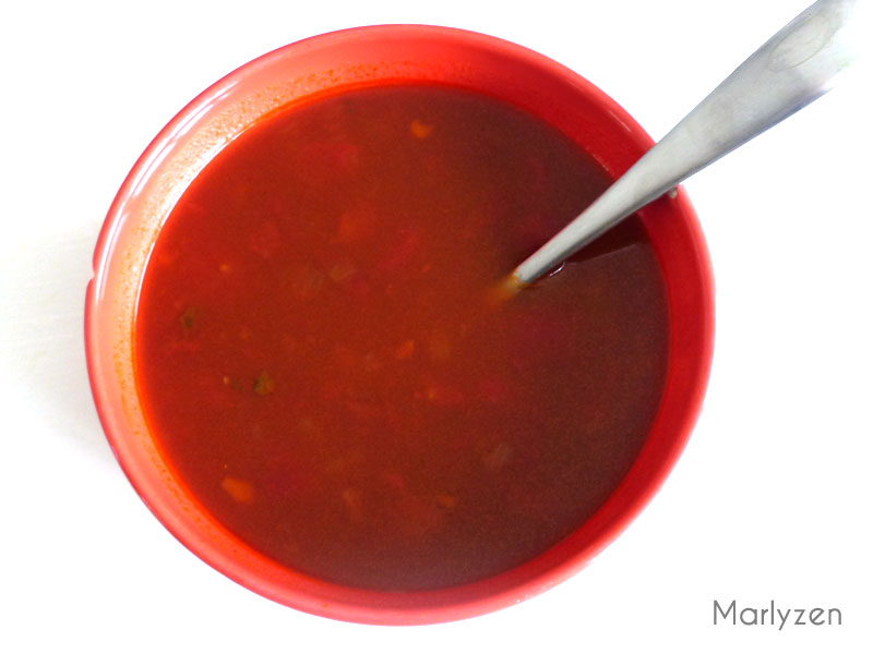 Mélangez tous les ingrédients de la sauce.