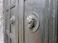 Fotografia da porta da Catedral de Aachen