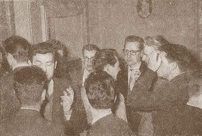 Un momento de distensión en el III Campeonato Mundial Universitario de Ajedrez - Uppsala 1956