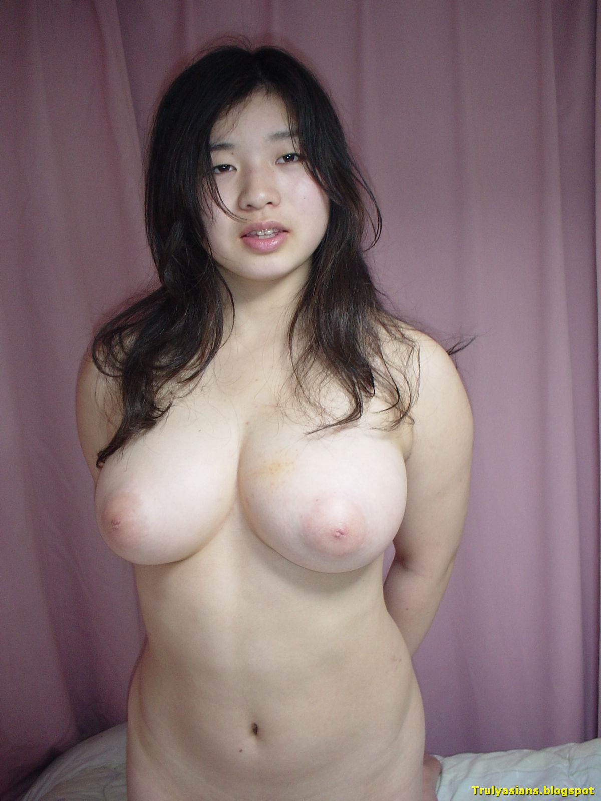2 sexy asians giving the boys a hand 6