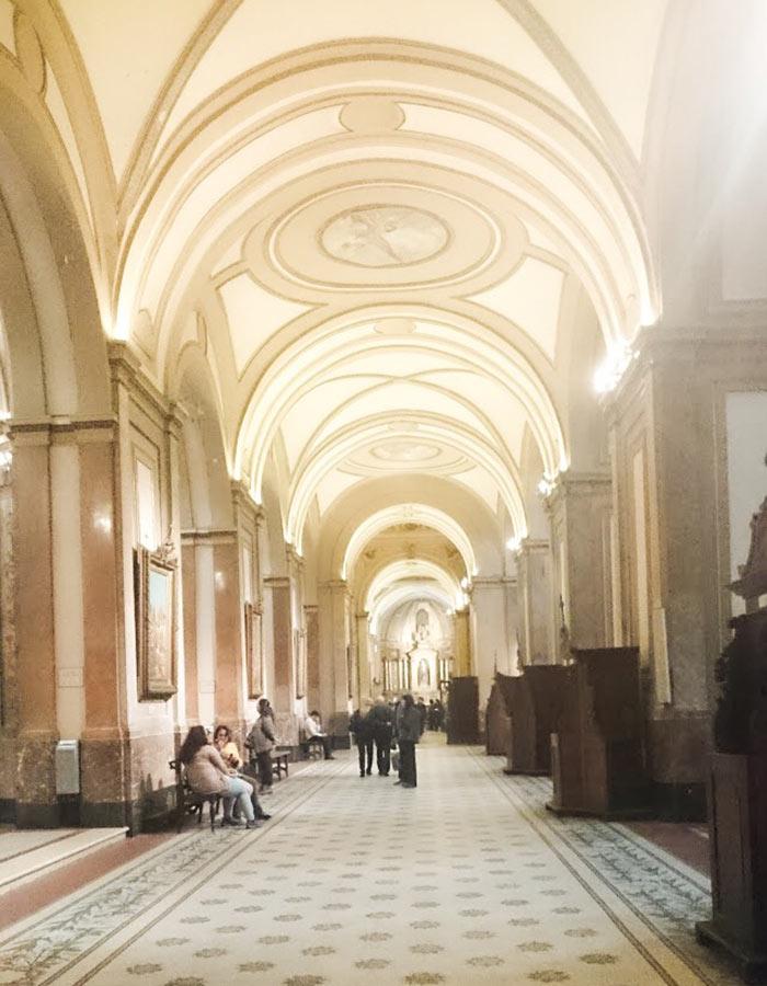 Corredor das capelas laterais da Catedral Primada de Buenos Aires, a Catedral do Papa Francisco