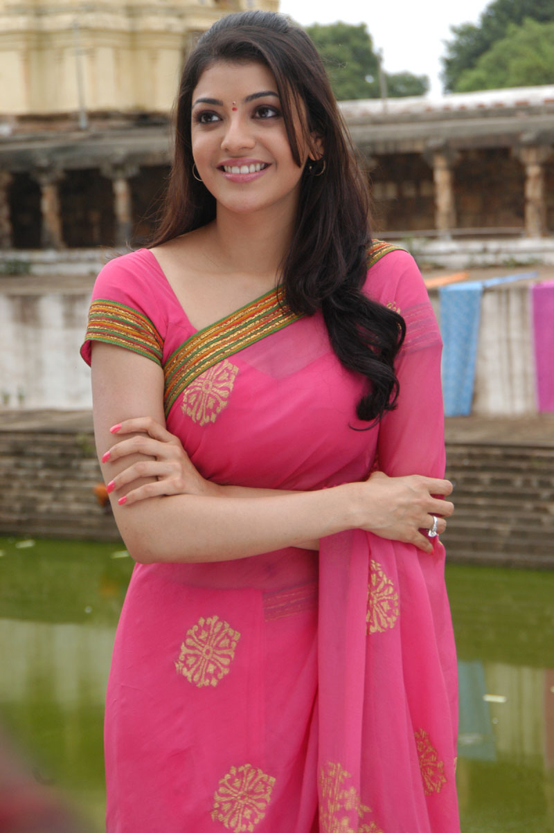Kajal Agarwal Stills Photos In Pink Saree Navel Show