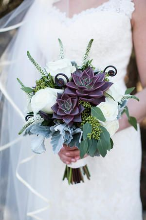 K'Mich Weddings - wedding planning - bride with bouquet