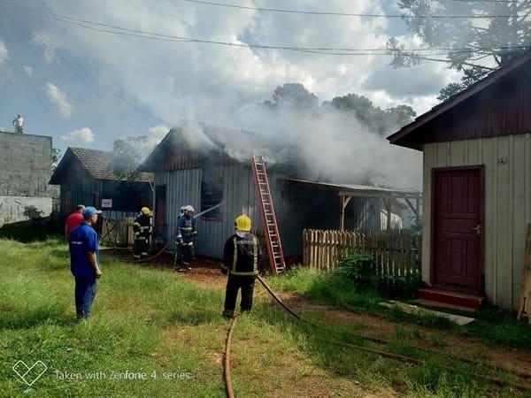 Homem é preso após colocar fogo na casa de ex companheira, em Porto União