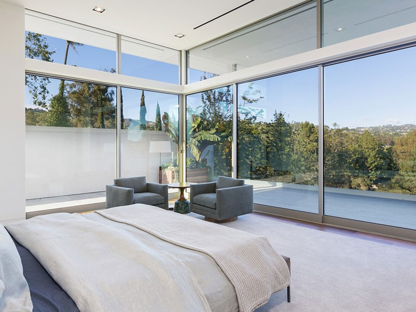 Bedroom and glass wall by Quinn Architects
