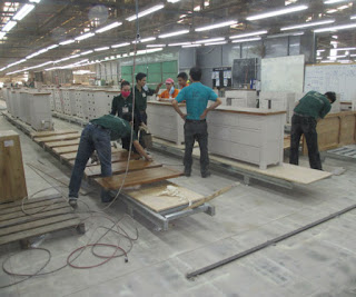 Chất liệu gỗ có ảnh hưởng băng tải công nghiệp không