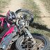 Adolescente de15 anos fica gravemente ferido ao colidir moto em poste no centro de Cajazeiras no início da tarde deste domingo