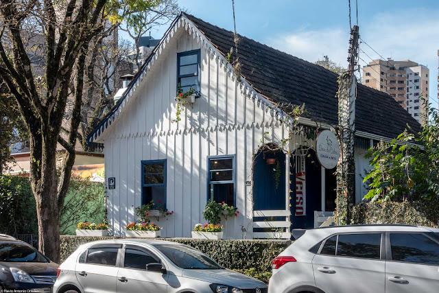 Casa de madeira na Rua Cândido Xavier, 521