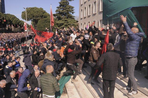 Αλβανία: Νέες διαδηλώσεις κατά Ράμα, παραιτήθηκαν οι βουλευτές της αντιπολίτευσης