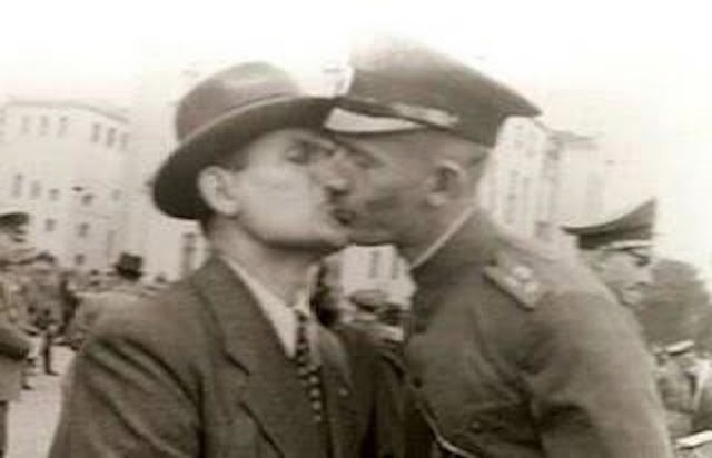 VJ Day Kissing worldwartwo.filminspector.com