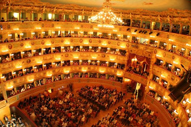 Interior do Teatro La Fenice di Venezia