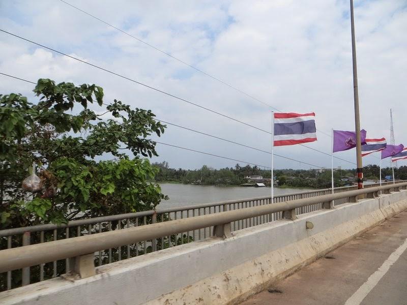 флаг Таиланда на мосту