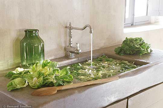kitchen sink - image by Bernard Touillon via cotemaison fr,  Août-Septembre 2005, Maison Famille, La Nouvel Le Vie d Un Mas En Provence as seen on linenandlavender.net - http://www.linenandlavender.net/2014/01/backtoprovence.html