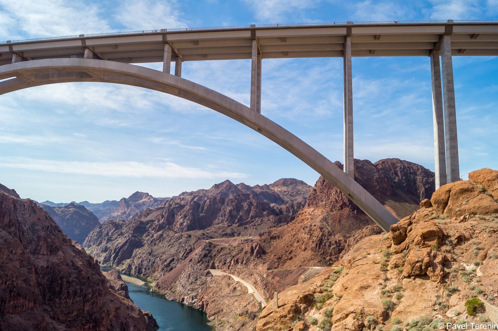 Мост выглядит впечатляюще