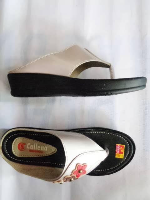 Sandal wanita Callena model Japit Silver samping