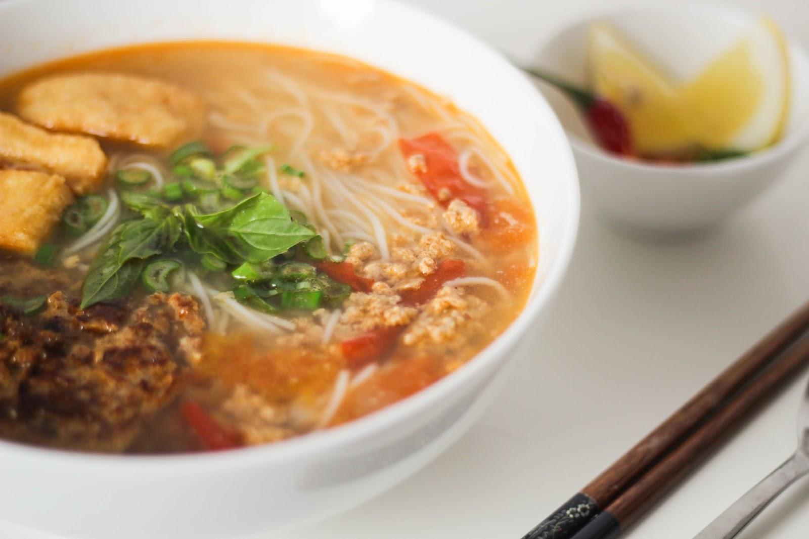 Bun Rieu vietnamesische Nudelsuppe Rezept || www.lootieloosplasticworld.de