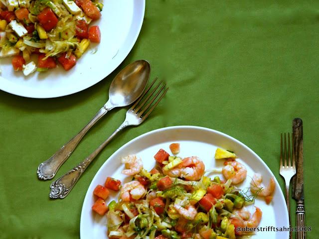 Sommersalat mit Wassermelone, Avocado und Garnelen