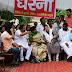 जीडिये के खिलाफ धरने पर बैठी पार्षद   Sitting councilor