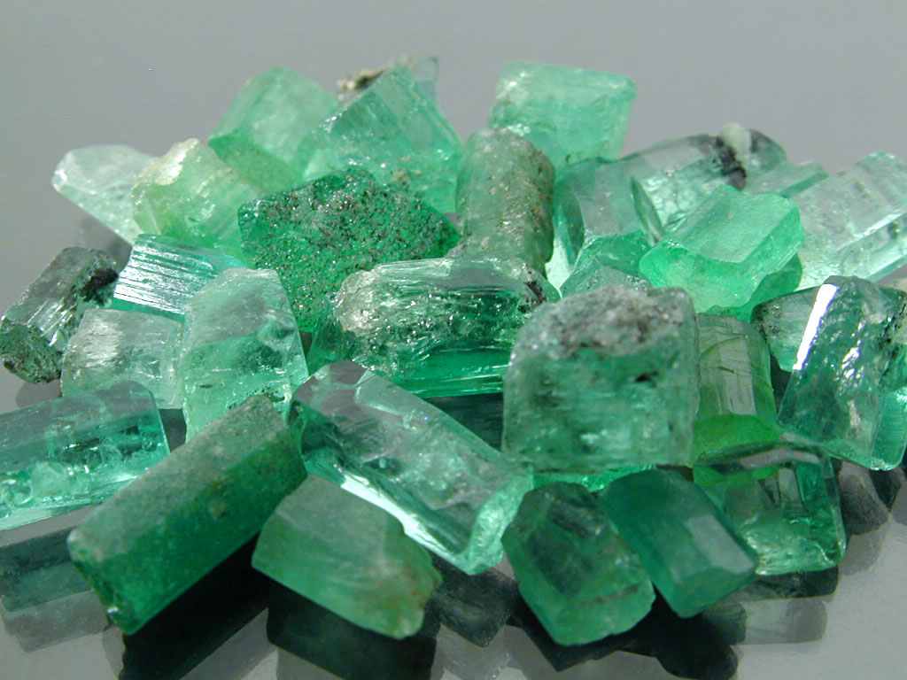 The Crystal Chick: Crystal of the Week: Emerald