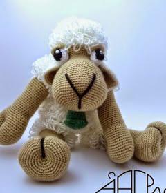 http://creandomingumiosdeesos.blogspot.com.es/2014/12/reto-50-amigurimis-n-38-una-dulce-oveja.html
