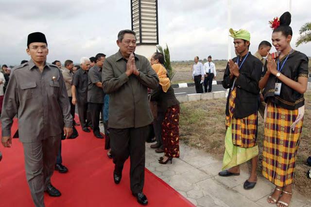Heboh! SBY Tiba-tiba Unggah Status dan Foto Kegiatannya Di Kawasan Mandalika Tahun 2011