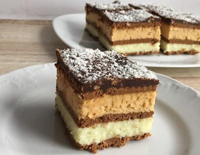 Ciasto przekładane kremem krówkowym i herbatnikami