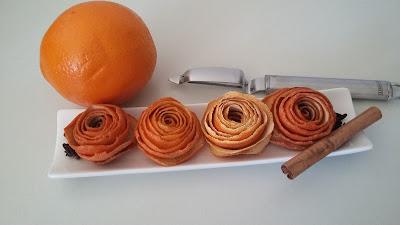 Flores hechas con peladuras de naranja con un pelador
