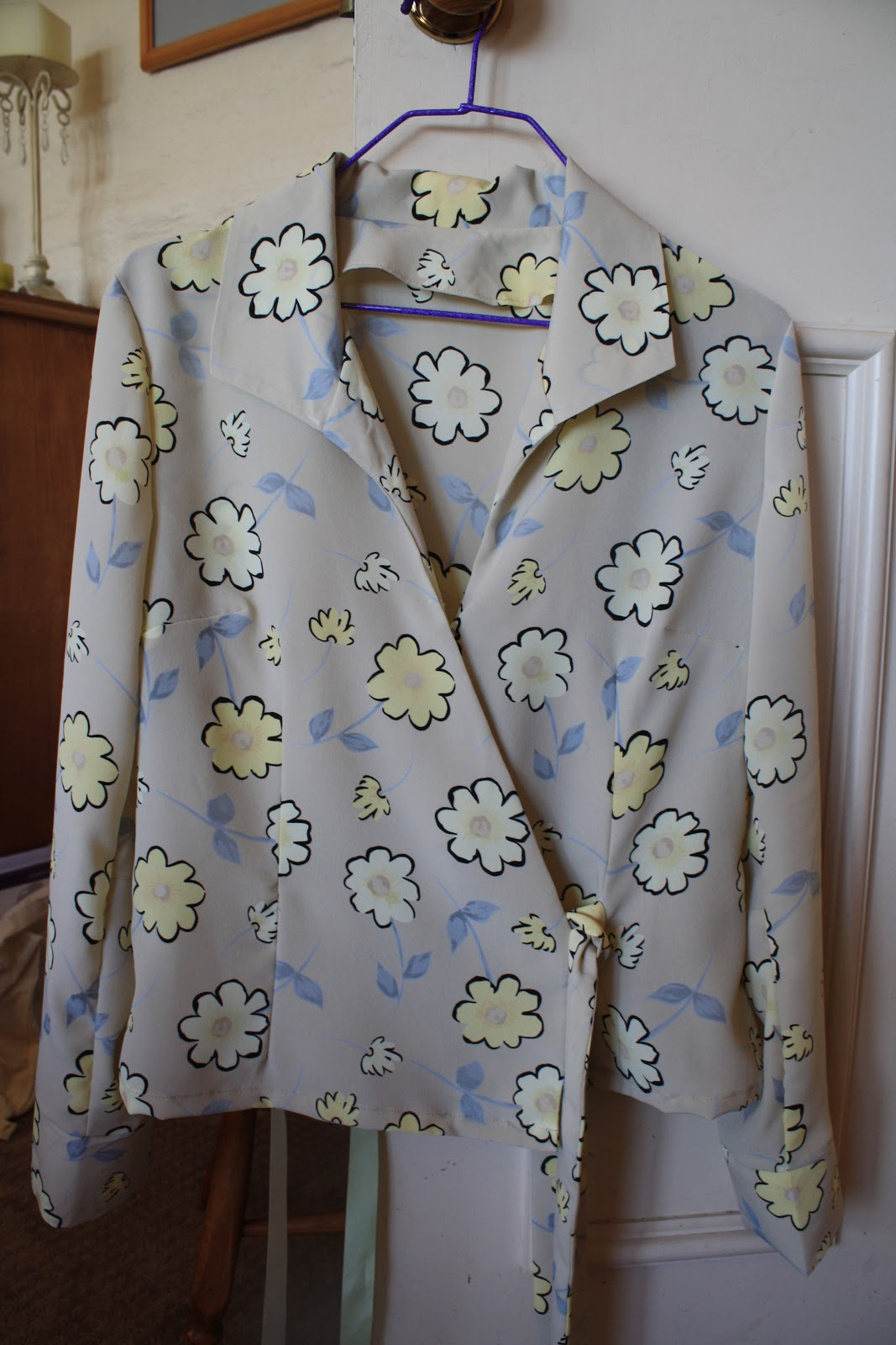 e96ce6fb879cbb I finally finished my Kwik Sew blouse - I have learnt how to add a Pattern  Review Widget so I have done a fairly complete review if anyone is  interested.