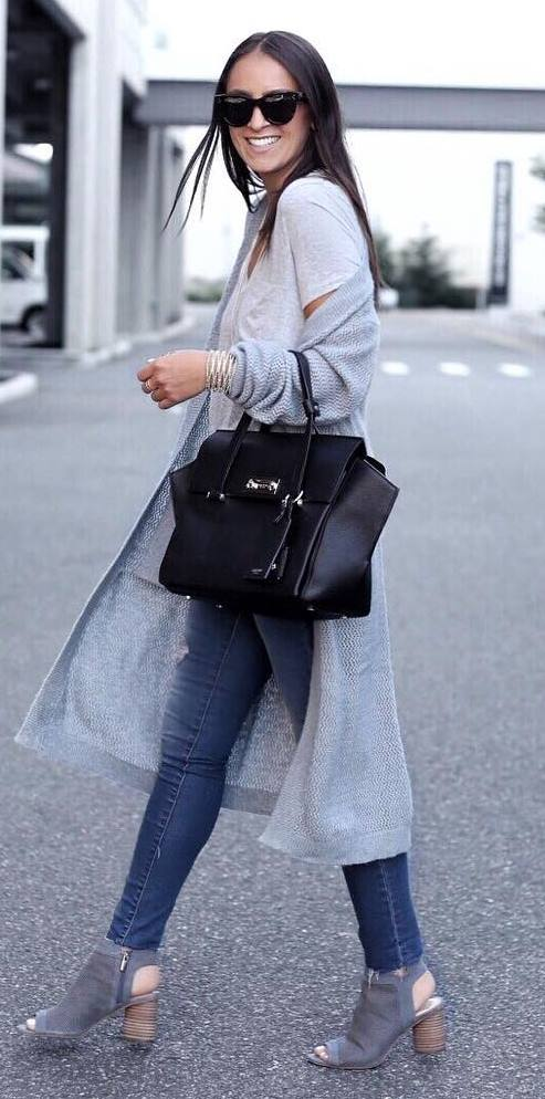 casual outfit idea: bag + long cardi + ripped jeans + heels