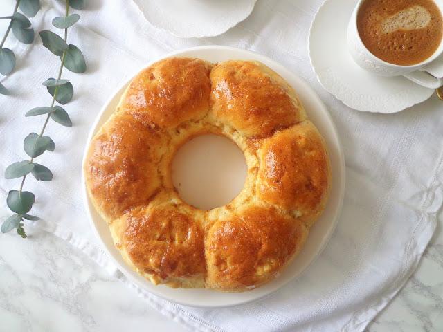 Drożdżowe bułeczki z jabłkiem i cynamonem (Panini con mele e cannella)