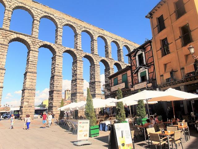 sevärt akvedukt i Spanien