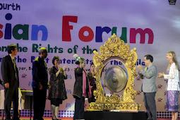 Kewajiban Berbahasa Indonesia pada Forum Internasional