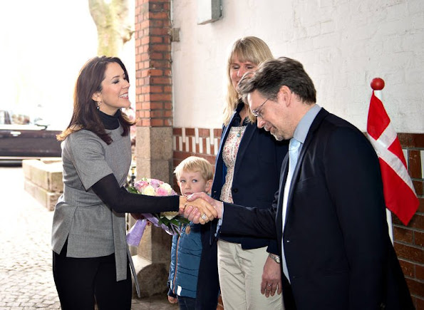 Crown Princess Mary visited Odense Mothers' shelter together with members of Mary Foundation