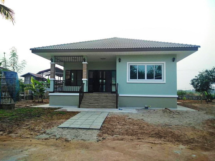 Sometimes building a house does not have to be big. You just have a corner to meet the needs are enough. These are the five small bungalow house designs. The usable area is less than 145 square meters with 1-3 bedrooms, 1-2 bathrooms, kitchen and a terrace, these are suitable for small or medium families.