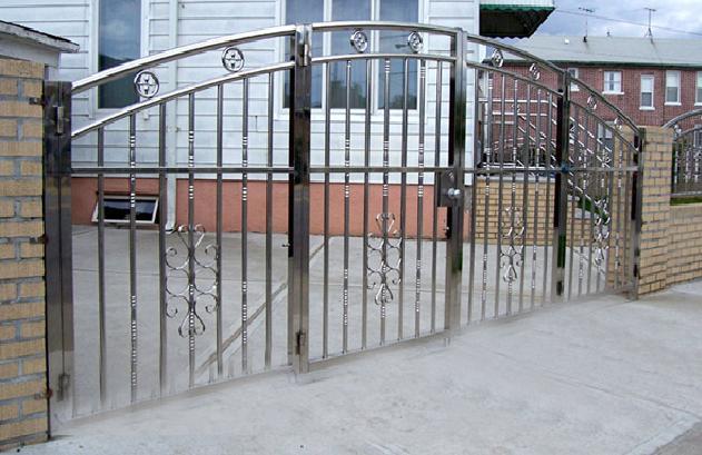 cổng inox 4 cánh đẹp - mẫu 9