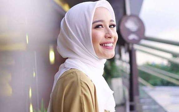 Laudya Cynthia Bella Beli Duren dengan Duda Asal Malaysia, Makin Go Public Nih?