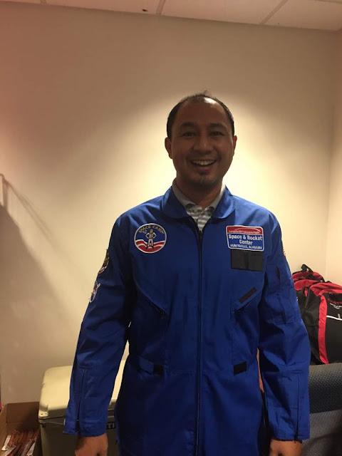 Teruja tau abam dapat pakai baju spacesuit biru nih. Yang nih saiz L.