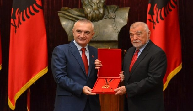 Albanian President Ilir Meta honors former Croatian President Mesić with the National Flag