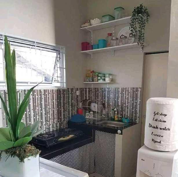dapur minimalis terbuka dengan dinding granit
