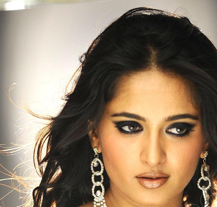 Beautiful Indian Girl Actress Anushka Shetty Face Closeup
