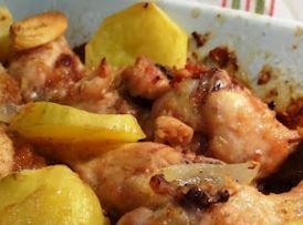 Foto da batata-doce com frango assado no forno