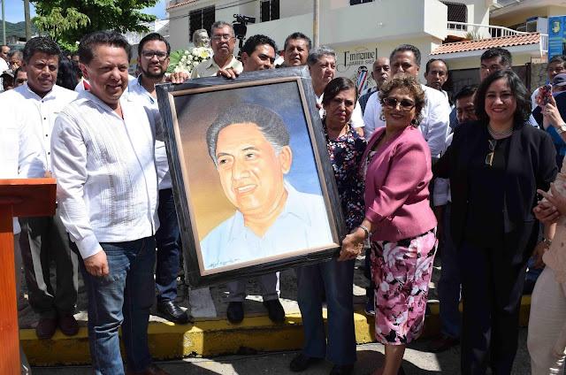 Asiste Adela Román al 18 Aniversario luctuoso de Pablo Sandoval Ramírez